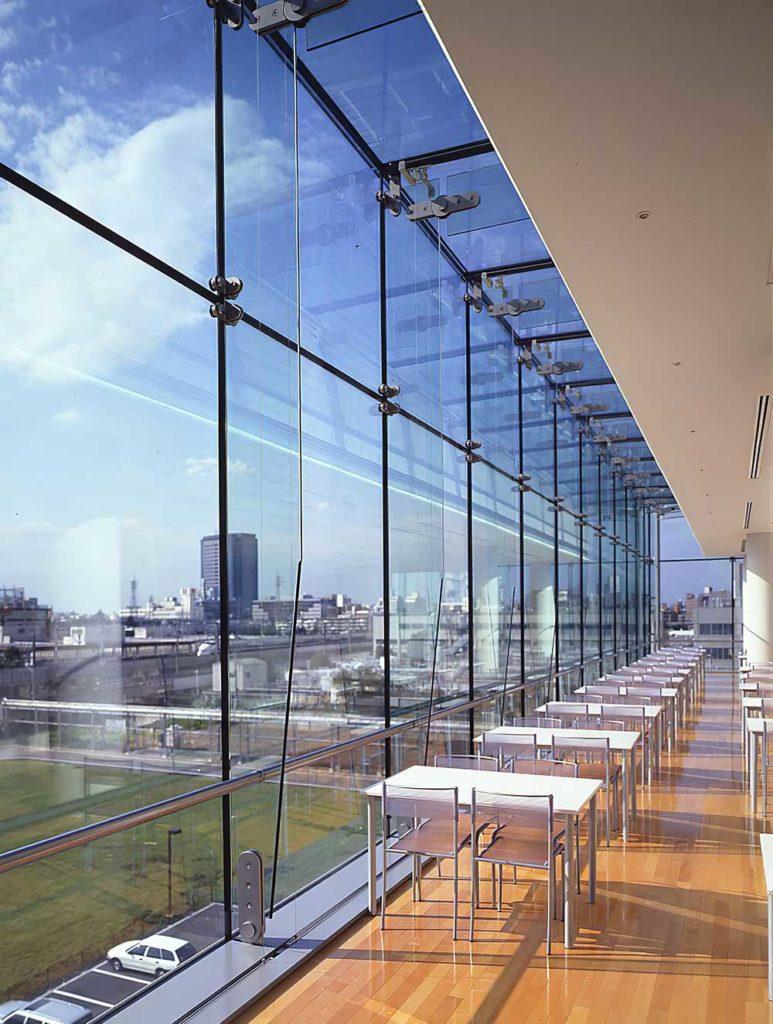 Крупноформатные стеклянные конструкции на основе технологии GS-Tech